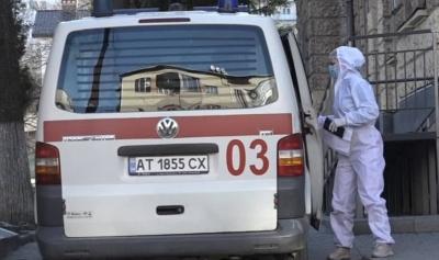 Хвора на коронавірус жінка померла у «швидкій», поки їй шукали місце у лікарні