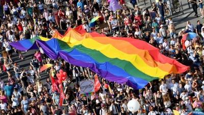 """Відповідь на дискримінацію секс-меншин у Польщі та Угорщині: Європарламент оголосив Євросоюз """"зоною свободи ЛГБТ"""""""