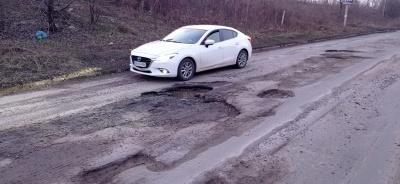 У міській раді Чернівців розповіли, коли почнуть «латати» ями на дорогах