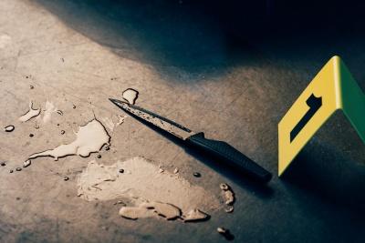 У Києві п'яний пасажир таксі під час поїздки загнав водієві ніж у груди