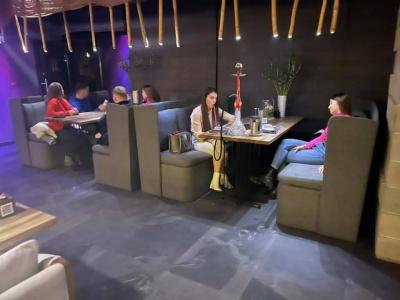 Співали караоке та курили кальян: які ресторани порушували карантин на Буковині - відео