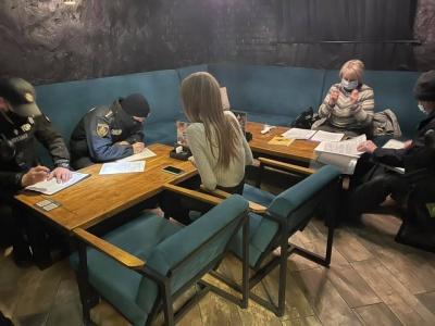 Які ресторани Чернівців працюють попри «червону» зону: назвали порушників карантину