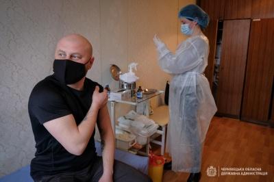 Хто з відомих буковинців сьогодні вакцинувався проти коронавірусу – фото