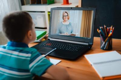 На Буковині батьків просять оцінити якість онлайн навчання у школах