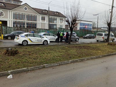 У Чернівцях автівка поліції спричина ДТП: на патрульного склали протокол
