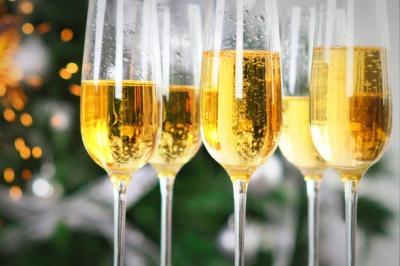 Скільки шампанського можна випити нешкідливо для тіла - відповідь експерта