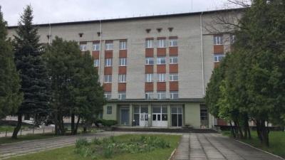 На Львівщині хвора на Covid медсестра викинулася з вікна лікарні