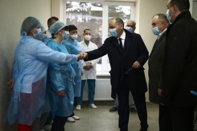 Якою має бути зарплата у лікарів та медсестер: Степанов анонсував законопроект про збільшення виплат