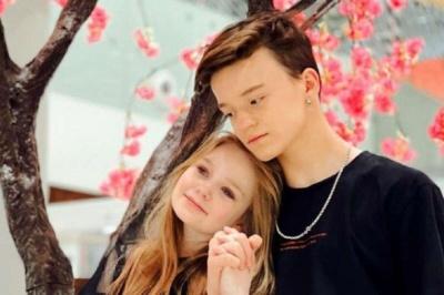 Маму 8-річної дівчинки, яка потрапила в скандал через «роман» з 13-річним блогером, викликали на допит