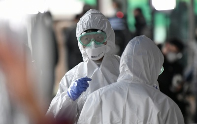 Лікарі пояснили, чому людина захворює коронавірусом повторно