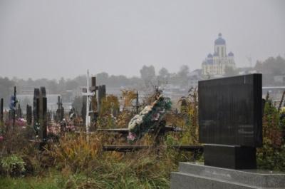 Маємо роботи зранку до вечора: у Чернівцях на цвинтарі зросла кількість поховань