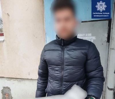 У Чернівцях патрульні допомогли повернути викрадені номерні знаки