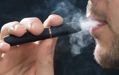Стефанчук попросив нардепів не курити в кулуарах Ради