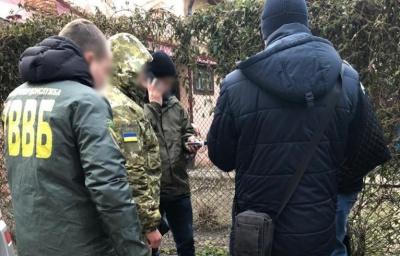 У Чернівцях на хабарі 1300 євро затримали двох прикордонників