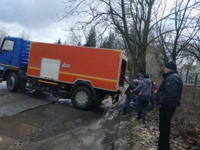 Коріння перекрило зливову трубу: у Чернівцях 16 годин рятували парк від затоплення