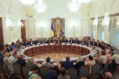 РНБО ввела нові санкції: у списку - Янукович, Азаров та екс-депутат Чернівецької міськради