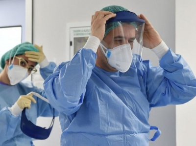 В Україні третій день поспіль фіксують понад 15 тисяч нових хворих на коронавірус