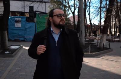 Покосившиеся столбы, разбита плитка: экс-главный архитектор Львов проинспектировал улицы Черновцов - видео