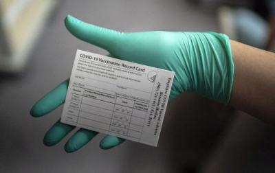 Греція і Румунія можуть ввести власні паспорти вакцинації