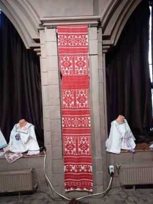 Медсестра зібрала унікальну колекцію вишиванок - фото