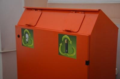 Не викидайте у сміттєві контейнери: де у Чернівцях можна здати використані батарейки