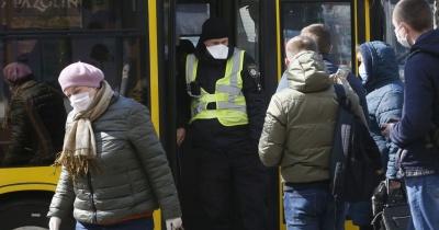 """Обмежувати і забороняти: уряд дозволив місцевій владі самій визначати рух транспорту в """"червоних зонах"""""""