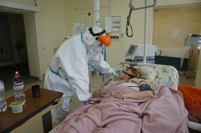 """«Мені важко дихати…»: репортаж із """"червоної зони"""" у Чернівцях"""