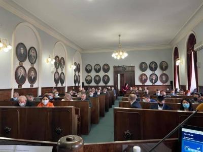 «За 9 годин роботи – одне рішення»: секретарка міськради Чернівців розкритикувала затягування сесії