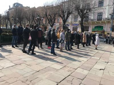 У центрі Чернівців пікетують активісти «Слуги народу»: які вимоги висунули