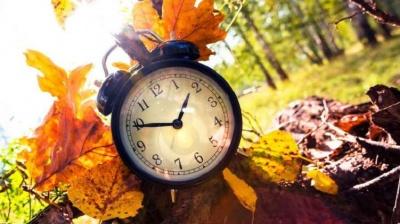 Україна переходить на літній час: коли переводити стрілки годинника