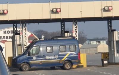 «Червона» зона в Чернівцях: поліція чергує на ринку «Добробут»