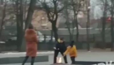 У Київській області родина смажила маршмелоу на Вічному вогні
