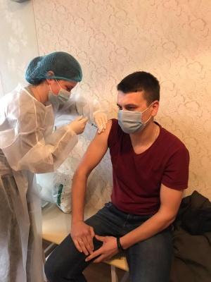 Вакцинований чернівчанин захворів на коронавірус
