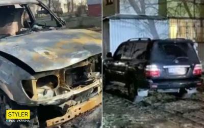 У Києві спалили позашляховик, який паркувався на газоні – відео