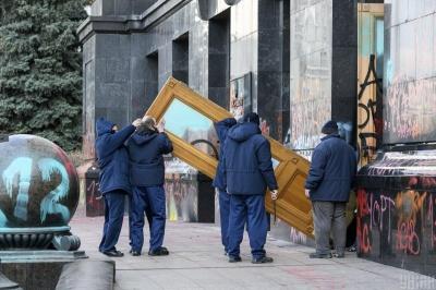Художня галерея захотіла викупити розмальовані двері Офісу президента