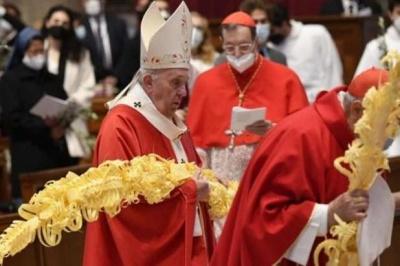 Папа Римський провів службу на Вербну неділю майже без вірян