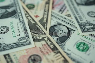 Долар проб'є знакову позначку: прогноз на квітень