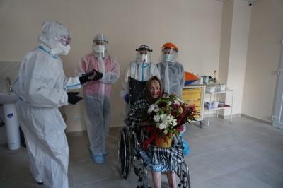 """Сторічна бабуся, яка одужала від коронавірусу, та ДТП з """"євробляхою"""". Головні новини минулої доби"""