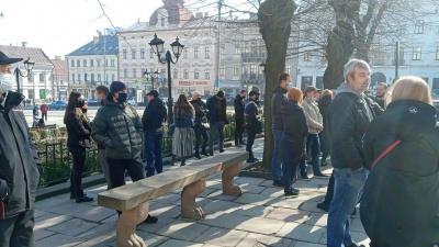 «Вимагаємо права на працю»: у центрі Чернівців мітингують підприємці Калинівського ринку – фото