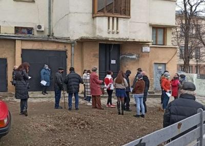 Черги за ПЛР-тестами: у Чернівецькій міськраді обіцяють «жорсткі заходи» щодо керівництва поліклінік