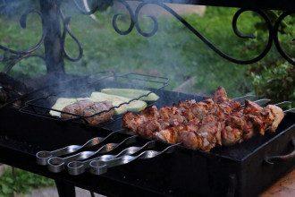 Лікар назвала найнебезпечніше м'ясо для шашлику