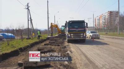 Відновили ремонт вулиці Хотинської: на дорозі значні затори