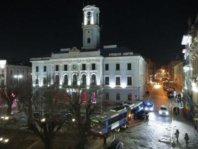 У Чернівцях розслідують ДТП з тролейбусом біля ратуші: ймовірно, відмовили гальма