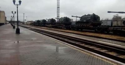 Росія стягує до окупованого Криму ешелони з військовою технікою: очевидці публікують відео