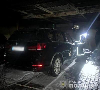У Чернівцях поліція розслідує пожежу в автомобілі BMW X5: підозрюють підпал