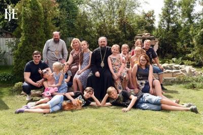 Буковинець Епіфаній взяв під опіку 13 дітей, які в один момент втратили двох батьків