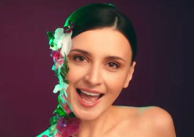 «Весна-чарівниця»: відома співачка з Чернівців презентувала яскраве відео на нову пісню