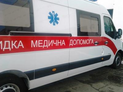 На Буковині медики врятували 48-річного чоловіка, який перерізав собі шию