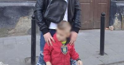 Ледь не потрапив під колеса: від батьків утік 4-річний хлопчик