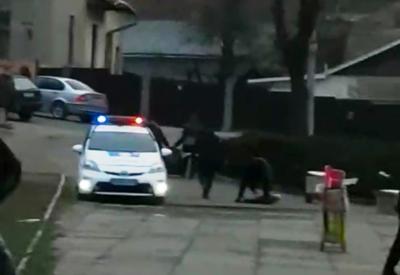 У Чернівцях поліція чергує на «блошиному» ринку: контролюють дотримання карантину – відео